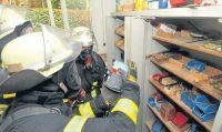 Feuerwehr sucht nach Gefahrstoffen