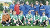 Mädchenmannschaft der Clarenbach-Schule in blau